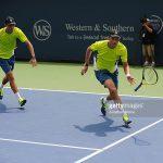 【テニス】ダブルスで並行陣の低く浅いボレーに対するアプローチショットのコツ